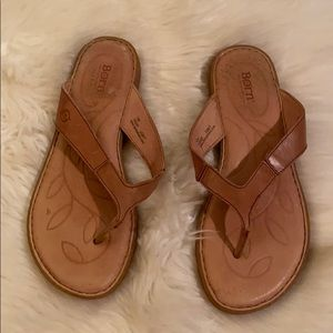 Born VEUC thing tan leather flats worn a few times